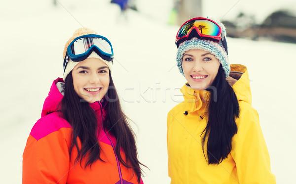 Niña feliz amigos aire libre invierno ocio Foto stock © dolgachov