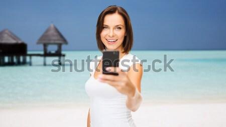 Fiatal nő elvesz okostelefon utazás nyár technológia Stock fotó © dolgachov