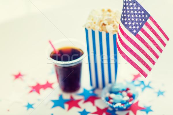Kóla pattogatott kukorica cukorkák nap ünneplés ünnepek Stock fotó © dolgachov