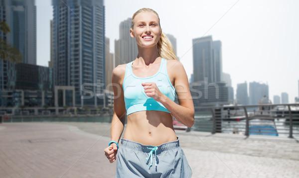 Vrouw lopen jogging Dubai straat fitness Stockfoto © dolgachov