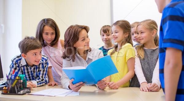 Grupy szkoły dzieci nauczyciel klasie edukacji Zdjęcia stock © dolgachov