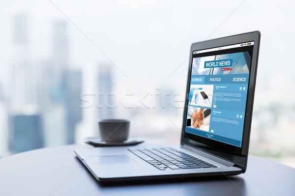 Dizüstü bilgisayar kahve fincanı ofis tablo teknoloji Stok fotoğraf © dolgachov