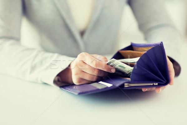Közelkép nő kezek pénztárca pénz üzlet Stock fotó © dolgachov