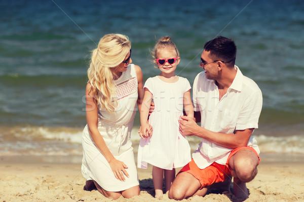 Boldog család napszemüveg nyár tengerpart család vakáció Stock fotó © dolgachov