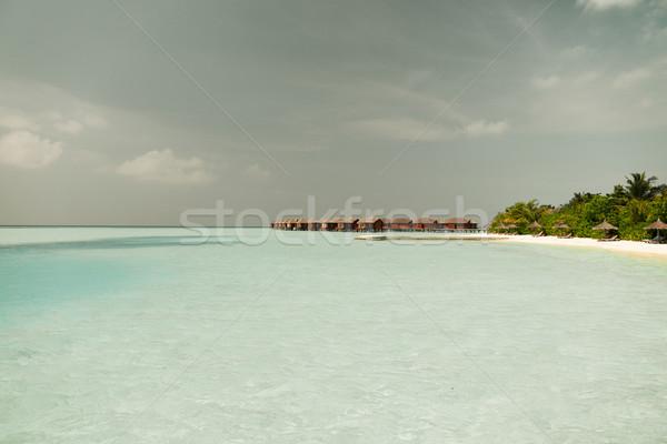 Bungalow morza wody egzotyczny resort plaży Zdjęcia stock © dolgachov