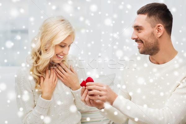 Boldog férfi eljegyzési gyűrű nő otthon szeretet Stock fotó © dolgachov