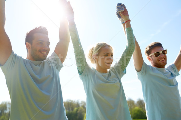 Grupo feliz voluntarios tomados de las manos aire libre voluntariado Foto stock © dolgachov