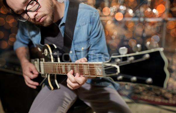 Muzikant spelen gitaar studio muziek concert Stockfoto © dolgachov