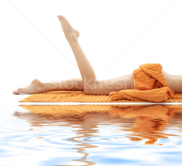Longues jambes fille orange serviette sable blanc Photo stock © dolgachov