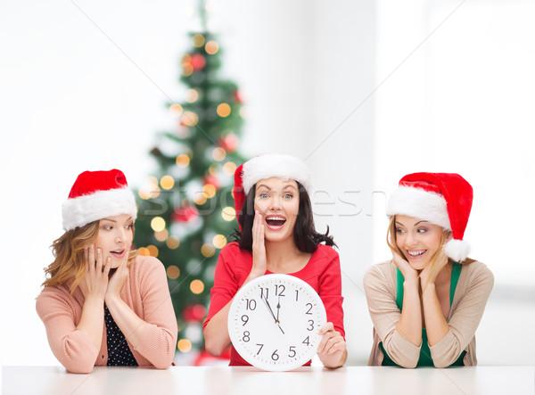 Vrouwen helper hoeden klok tonen Stockfoto © dolgachov