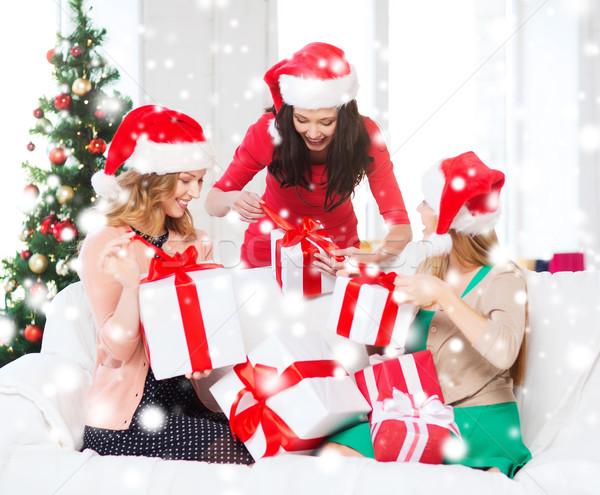 Vrouwen helper hoeden veel Stockfoto © dolgachov