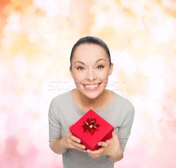 Сток-фото: улыбаясь · азиатских · женщину · красный · шкатулке · празднования