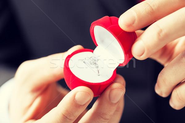 человека обручальное кольцо шкатулке предложение стороны Сток-фото © dolgachov