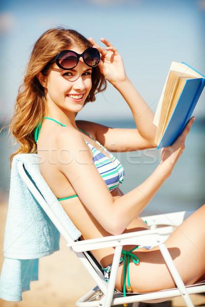 Kız okuma kitap şezlong yaz tatil Stok fotoğraf © dolgachov