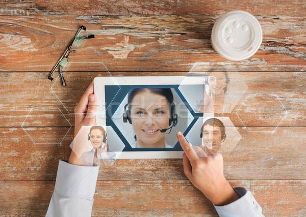 Közelkép kezek táblagép segélyvonal üzletemberek kommunikáció Stock fotó © dolgachov