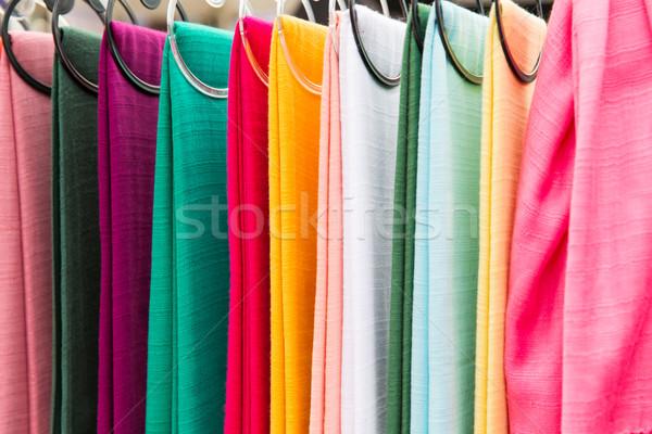 Coloré textiles asian rue marché Shopping Photo stock © dolgachov
