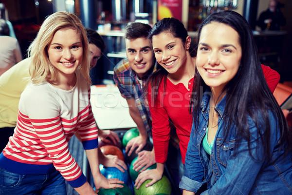 Szczęśliwy znajomych bowling klub ludzi wypoczynku Zdjęcia stock © dolgachov