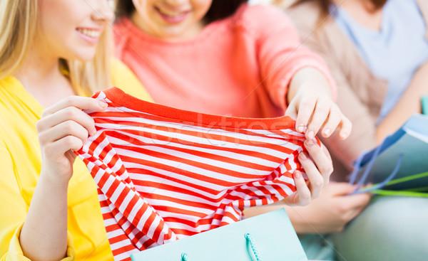 Zdjęcia stock: Teen · dziewcząt · torbę · na · zakupy · shirt · odzież