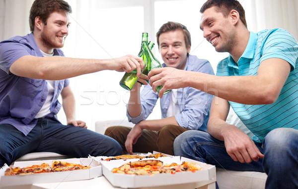 Zdjęcia stock: Znajomych · piwa · pizza · domu · przyjaźni