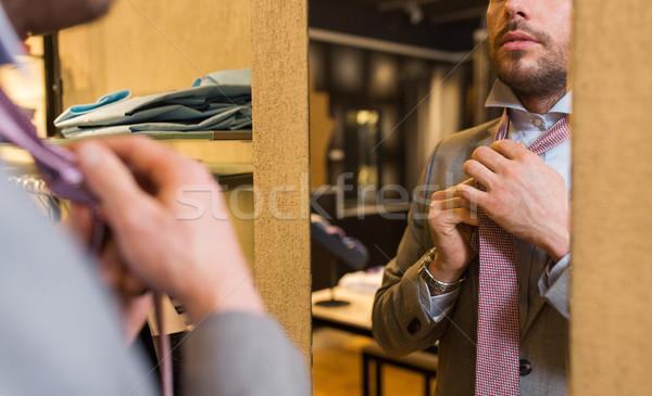 ストックフォト: 男 · ネクタイ · 服 · ストア · ミラー