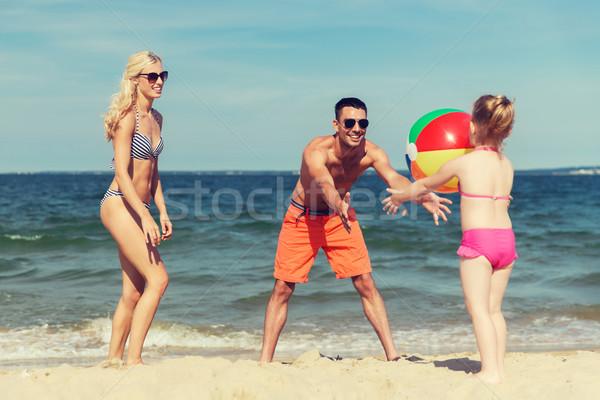 幸せな家族 演奏 インフレータブル ボール ビーチ 家族 ストックフォト © dolgachov