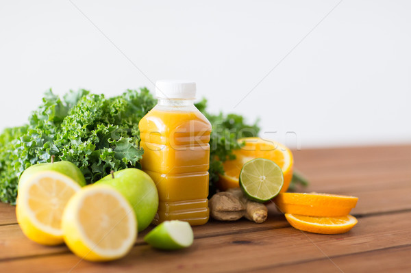 Fles sinaasappelsap vruchten groenten gezond eten voedsel Stockfoto © dolgachov