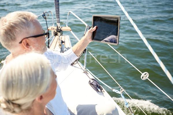Casal de idosos velejar barco iate navegação Foto stock © dolgachov