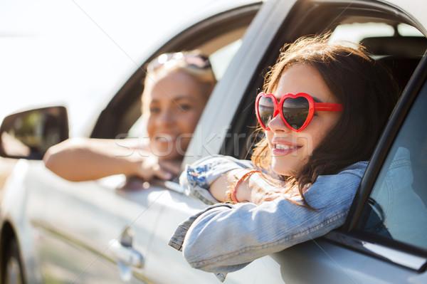Feliz mulheres carro beira-mar verão Foto stock © dolgachov
