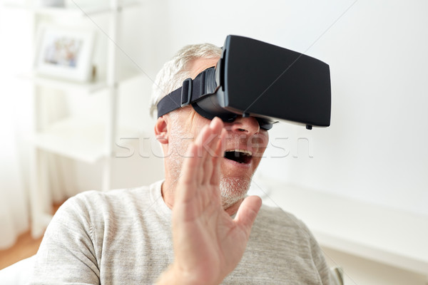 Velho virtual realidade fone óculos 3d tecnologia Foto stock © dolgachov