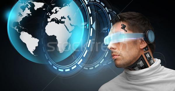 Uomo futuristico occhiali persone tecnologia futuro Foto d'archivio © dolgachov