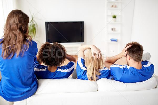 Fútbol aficionados viendo fútbol tv casa Foto stock © dolgachov