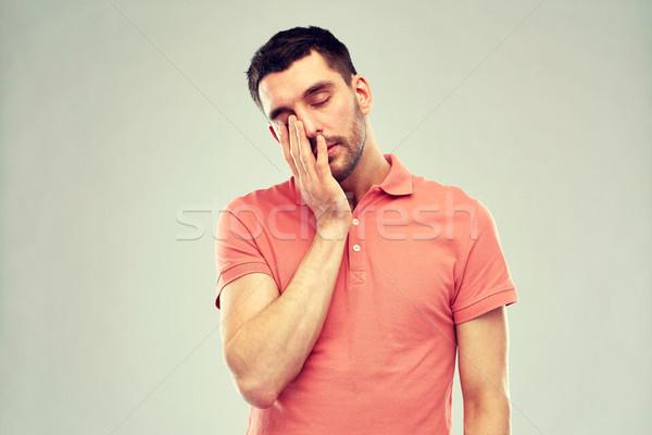 jeune homme souffrance maux de t te douleur stress photo stock syda. Black Bedroom Furniture Sets. Home Design Ideas