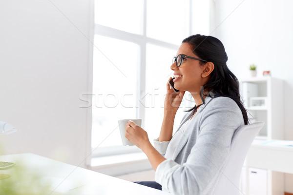 деловая женщина призыв смартфон служба бизнеса связи Сток-фото © dolgachov