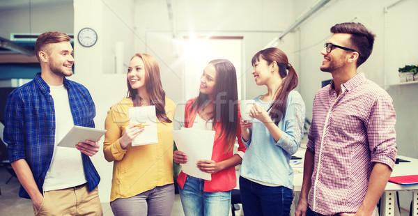 Creatieve team koffiepauze praten kantoor business Stockfoto © dolgachov