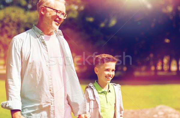 Grand-père petit-fils marche été parc famille Photo stock © dolgachov