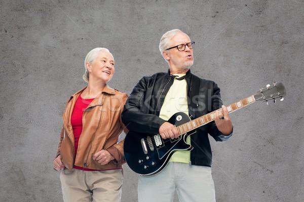 Feliz pareja de ancianos guitarra eléctrica música edad personas Foto stock © dolgachov