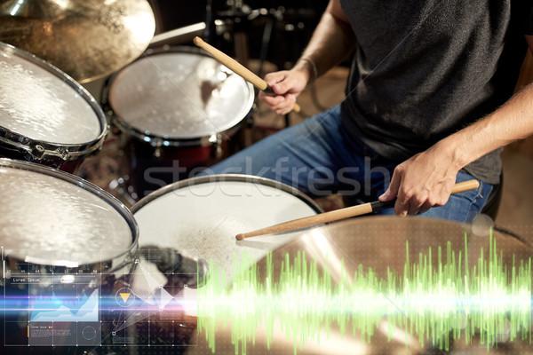 Erkek müzisyen oynama davul konser Stok fotoğraf © dolgachov