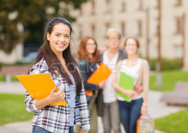 Glimlachend vrouwelijke student mappen zomer vakantie Stockfoto © dolgachov
