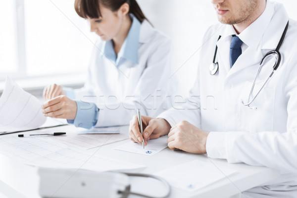 Médecin infirmière écrit ordonnance papier photos Photo stock © dolgachov