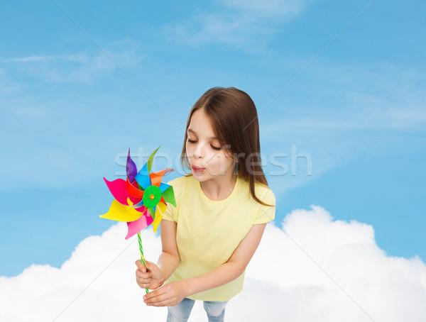 Glimlachend kind kleurrijk windmolen speelgoed onderwijs Stockfoto © dolgachov