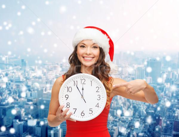 Gülümseyen kadın yardımcı şapka saat Noel Stok fotoğraf © dolgachov