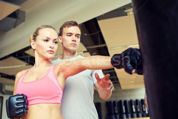 Vrouw personal trainer boksen gymnasium sport fitness Stockfoto © dolgachov