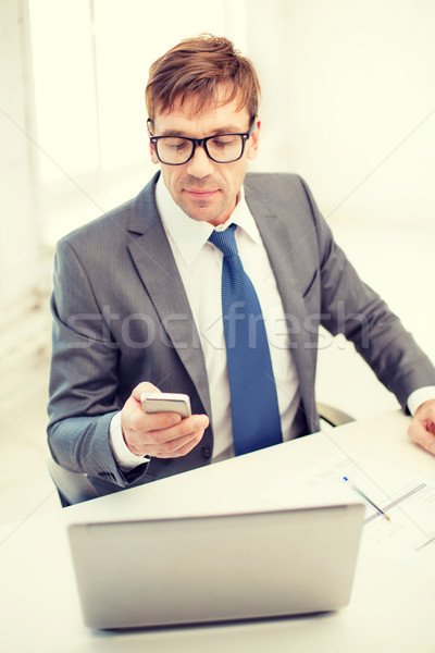 Geschäftsmann arbeiten Laptop Smartphone Technologie Business Stock foto © dolgachov