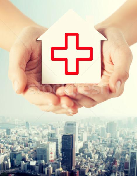 Mãos papel casa cruz vermelha saúde Foto stock © dolgachov