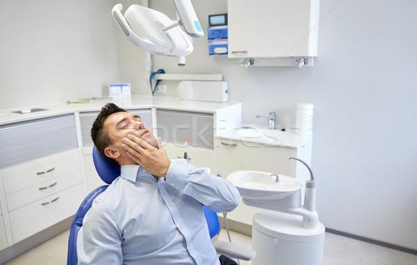 Man kiespijn vergadering tandheelkundige stoel mensen Stockfoto © dolgachov