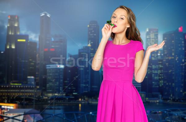 Stock fotó: Boldog · fiatal · nő · buli · duda · éjszaka · város