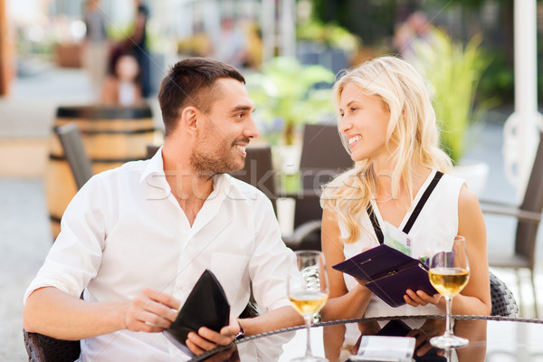 Heureux couple portefeuille payer Bill restaurant Photo stock © dolgachov