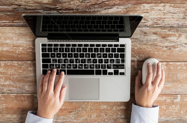 Stockfoto: Vrouwelijke · handen · laptop · muis · business