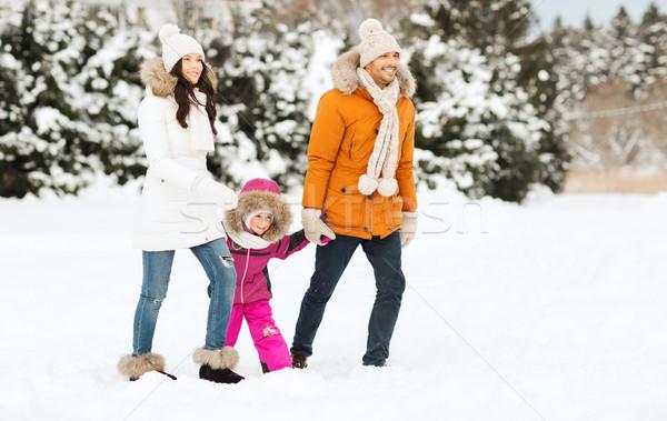 Família feliz inverno roupa caminhada ao ar livre Foto stock © dolgachov