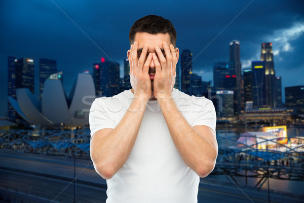 Man witte tshirt gezicht handen mensen Stockfoto © dolgachov